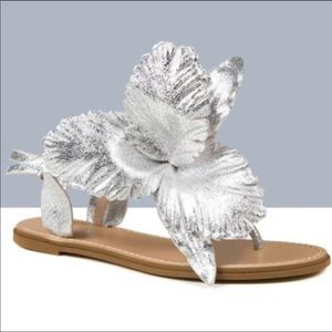 Cecilia New York silver orchid sandals, sz 7